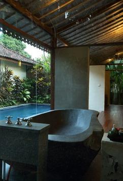plcb1-bedroom-grand-pool-villabathroom_k6ffr